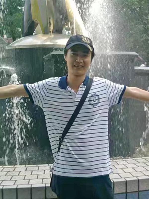 吴可锋设计师  雕塑师